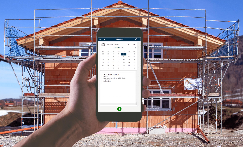 Handy auf Baustelle mit App Handwerk
